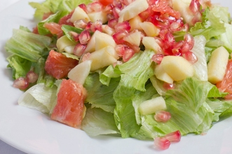 Green salad with pomegranate and grapefruit